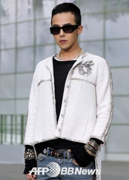 G-Dragon - Chanel Fashion Show - 27jan2015 - AFP BB News - 03