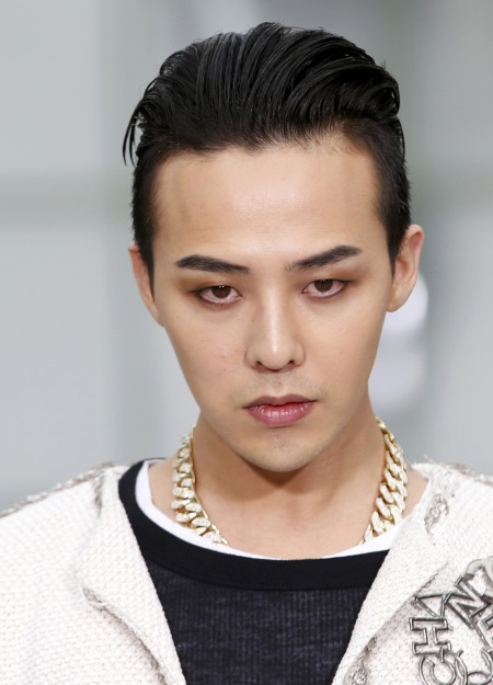 G-Dragon - Chanel Fashion Show - 27jan2015 - Yahoo - 01