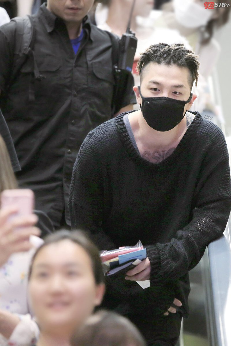 Seungri, G-Dragon and Taeyang Fukuoka to Seoul 2017-05-28 (2)