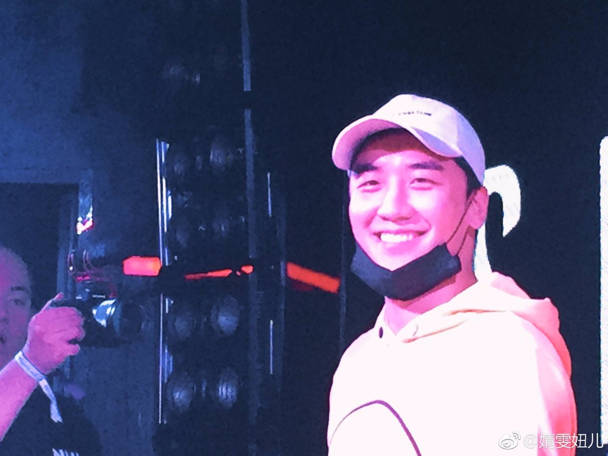 Seungri supporting his NHR DJ Crew in Xiamen China 2017-05-0910 (24)