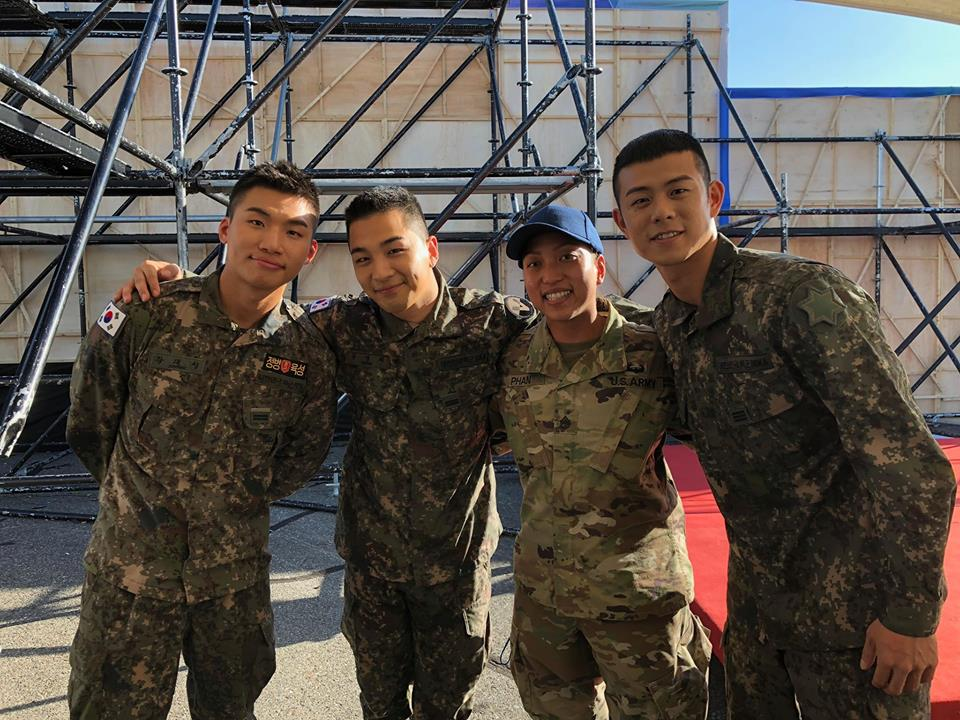 staff-sgt. Monik Phan poses for a photo with #kpop superstars, (from left to right) Daesung and Taeyang of BIGBANG and Korean hip-hop star Beenzino (빈지노) at the 2018 #GroundForcesFestival