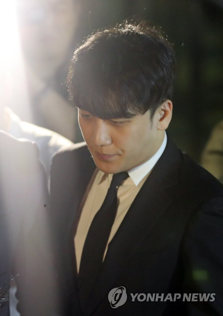 photos-seungri-leaving-the-police-station-detention-center-after-the-courts-dismissal-of-the-pre-trial-arrest-warrant-2019-05-14