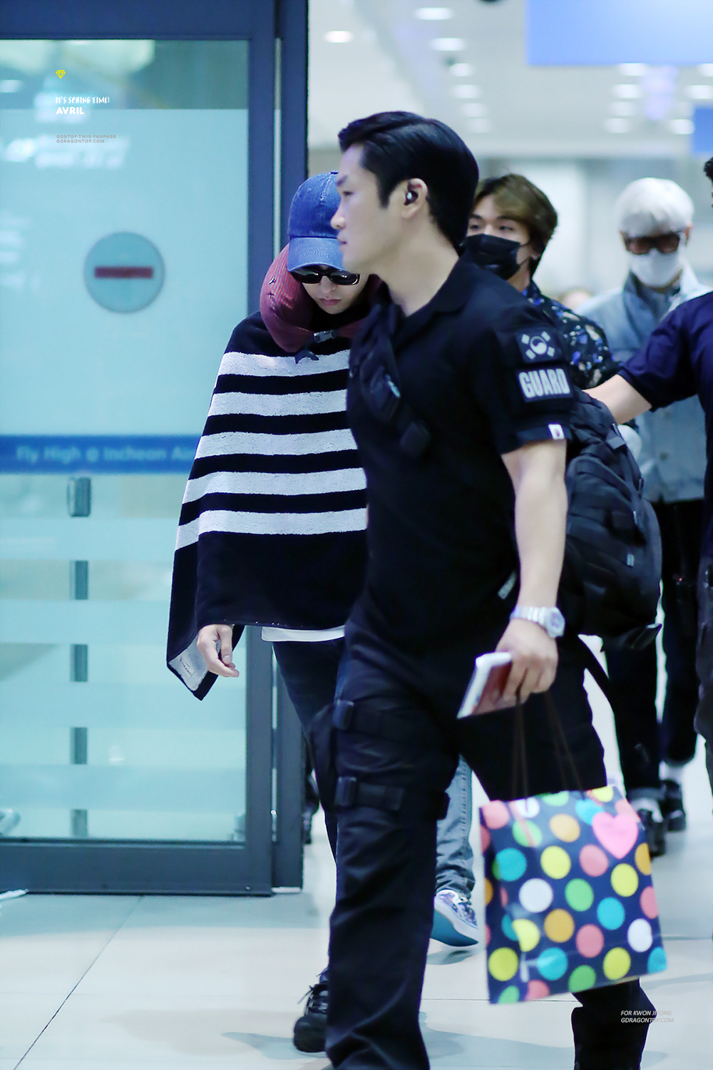 BIGBANG_arrival_Seoul_from_Chengdu_-_by_avril_gdtop_2015-08-15_1.jpg