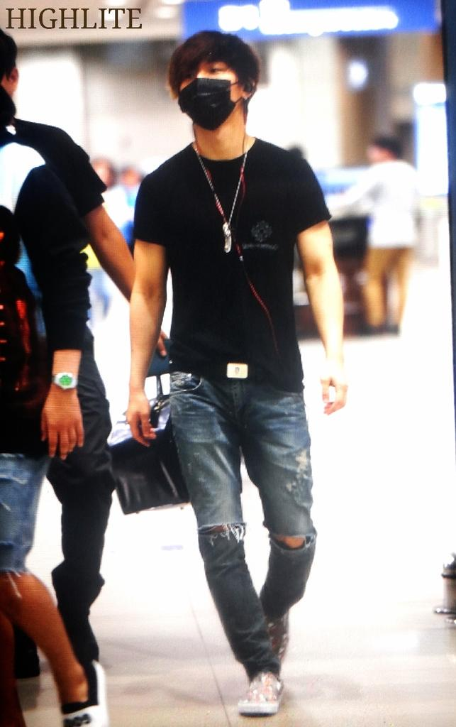 Big_Bang_-_Incheon_Airport_-_13jul2015_-_High_Lite_-_01.jpg