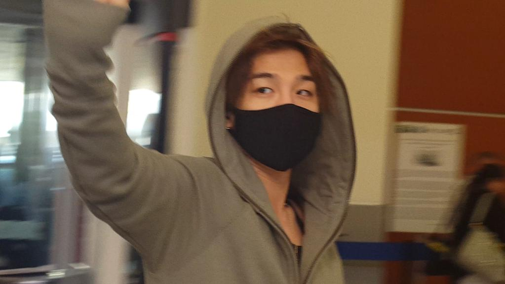 Big_Bang_-_Mexico_Airport_-_08oct2015_-_sheylannosaurus_-_02.jpg