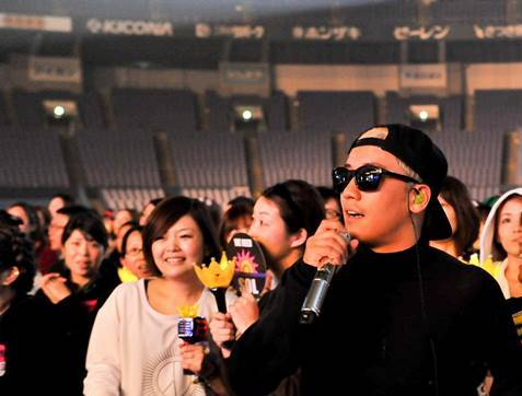 Osaka_Day_1_Rehearsals_by_YGEX_2015-11-20.jpg