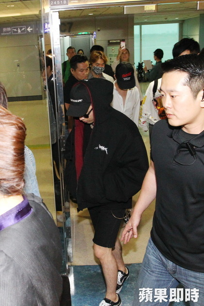 gd-tae-dae-arrival-taiwan-from-seoul-2016-09-09-5