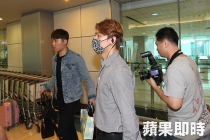 gd-tae-dae-arrival-taiwan-from-seoul-2016-09-09-6