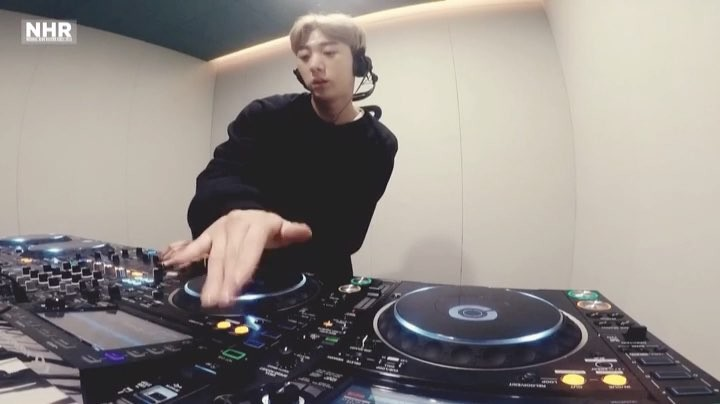 Seungri Instagram Jan 10, 2017 4:58pm @djglory my boy Glory new live set came out last week plz check it out on YouTube and @naturalhighrecord