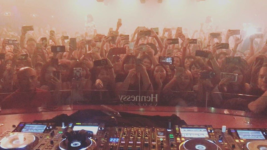 Seungri Instagram Aug 12, 2017 2:59pm Thank u so much  #KL @zoukclubkl 🇲🇾 where is the next place for @naturalhighrecord party